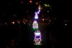 A pedal car waits in a long line for the carnival. JP/Aditya Sagita