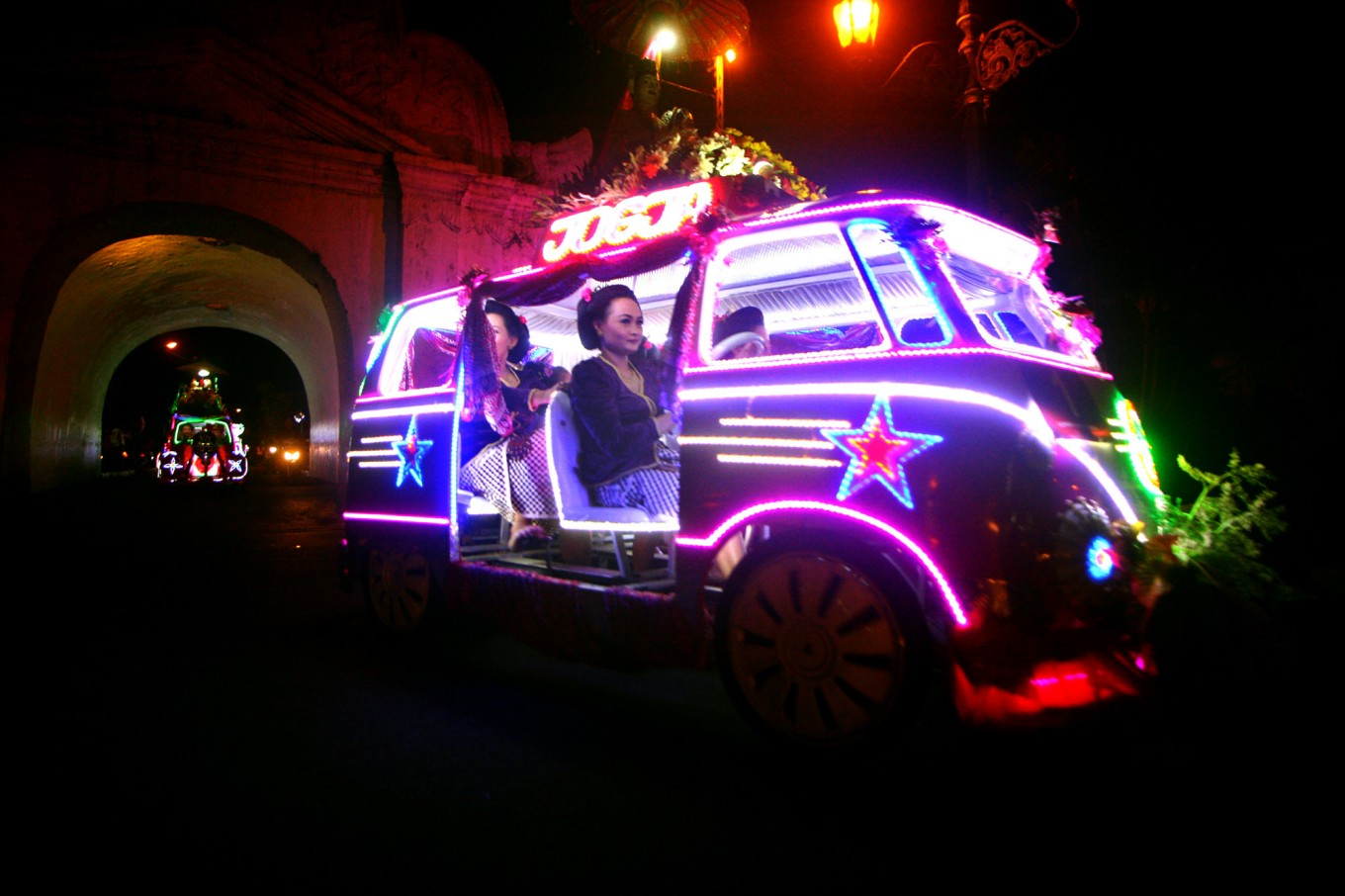 The team of each decorated pedal car wears its own special attire during the carnival. JP/Aditya Sagita