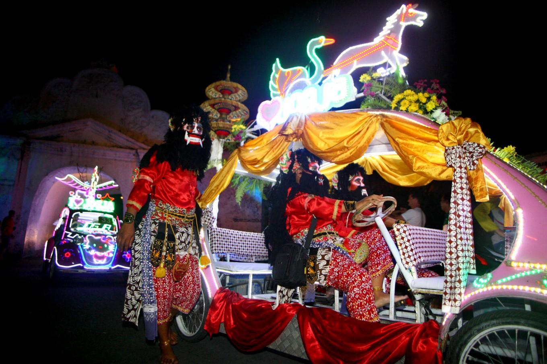 A costumed team operates a pedal car as it passes Plengkung Gading near the South Square. JP/Aditya Sagita