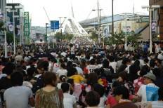 Spectators pack roads around the Nagoya Bridge to enjoy fireworks displays. JP/Tarko Sudiarno