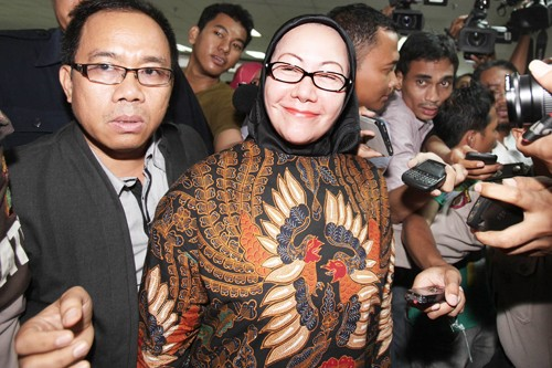 Atut voices support for son in Banten election race