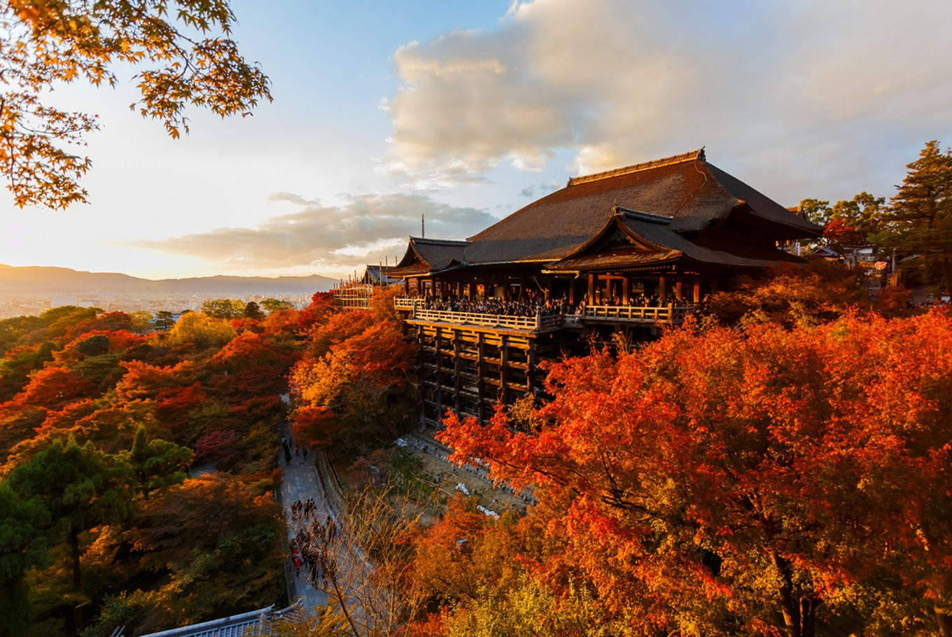 Kyoto sets eyes on wealthy foreign tourists