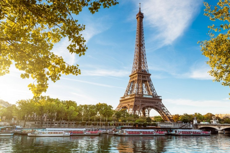 Tourism to Paris slumps after attacks, strikes, floods