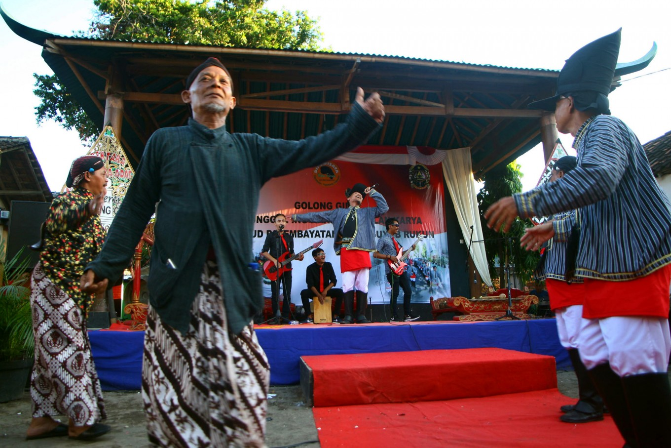 Residents sing and dance. JP/Aditya Sagita