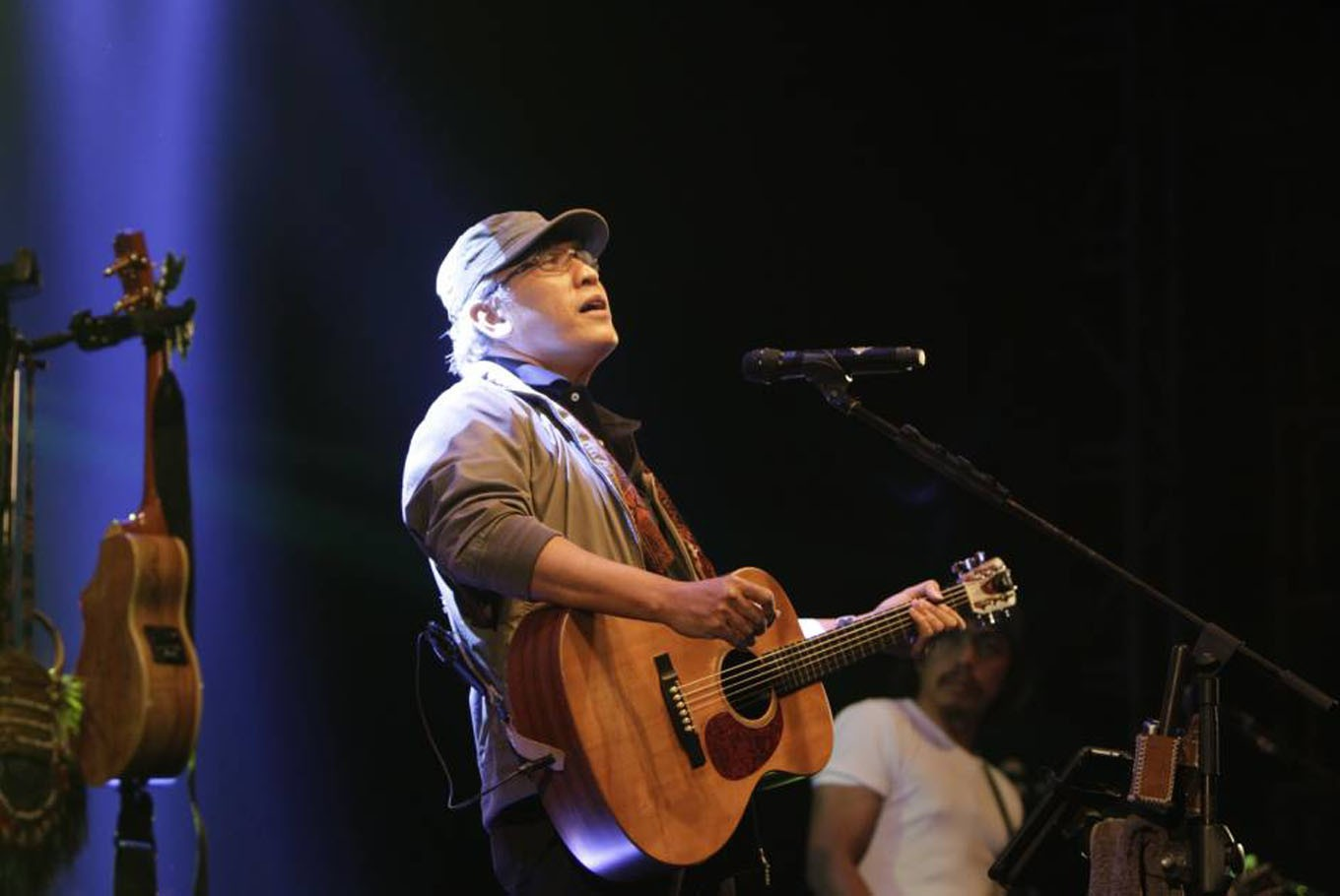 Novel inspired by Iwan Fals' songs marks legend's 45th anniversary in music