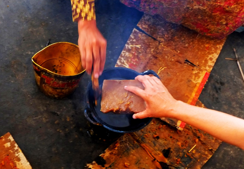 Two workers burn the wax. JP/Ganug Nugroho Adi.