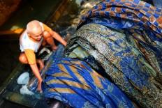 A batik industry worker in Kampung Laweyan at Bekonang, Sukoharjo, Central Java. Many buyers prefer naturally dyed batik because it is more environmentally friendly. JP/Ganug Nugroho Adi