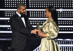 Rihanna thanks Drake for 'touching' MTV VMA speech