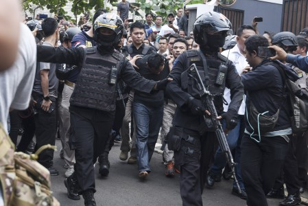 Hostage-takers simply surrender, police say