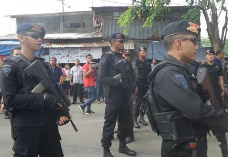 Ahok officiates market opening amid tight security
