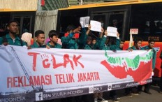 Students rally to protest reclamation