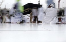 A Saudi security guard stands as Muslim pilgrims circle the Kaaba, Islam's holiest shrine, at the Grand Mosque in the Muslim holy city of Mecca, Saudi Arabia, Thursday, Sept. 8, 2016. Muslim pilgrims have begun arriving at the holiest sites in Islam ahead of the annual hajj pilgrimage in Saudi Arabia, with some weeping with their hands outstretched for a fleeting touch of the Kaaba. The cube-shaped shrine, at the center of Mecca's Grand Mosque, is the site the world's 1.6 billion Muslims pray toward five times a day. AP Photo/Nariman El-Mofty