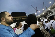 A man holds his wife as they circle the Kaaba, Islam's holiest shrine, at the Grand Mosque in the Muslim holy city of Mecca, Saudi Arabia, Thursday, Sept. 8, 2016. Muslim pilgrims have begun arriving at the holiest sites in Islam ahead of the annual hajj pilgrimage in Saudi Arabia, with some weeping with their hands outstretched for a fleeting touch of the Kaaba. The cube-shaped shrine, at the center of Mecca's Grand Mosque, is the site the world's 1.6 billion Muslims pray toward five times a day. AP Photo/Nariman El-Mofty