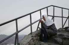 Turkish woman prays on top of Noor Mountain, where Prophet Muhammad received his first revelation from God to preach Islam, on the outskirts of Mecca, Saudi Arabia, Friday, Sept. 9, 2016. Muslim pilgrims have begun arriving at the holiest sites in Islam ahead of the annual hajj pilgrimage in Saudi Arabia. AP Photo/Nariman El-Mofty