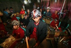 The gamelan orchestra gets ready to strike up a tune. JP/ Aman Rochman