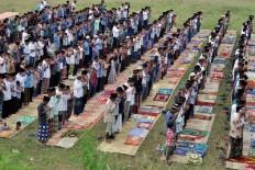 Muslims perform Idul Adha prayers at the Tegal Rejo field in Kemalang of Klaten regency, Central Java, on Sept. 12. JP/ Alb Magnus Koes Hendratmo