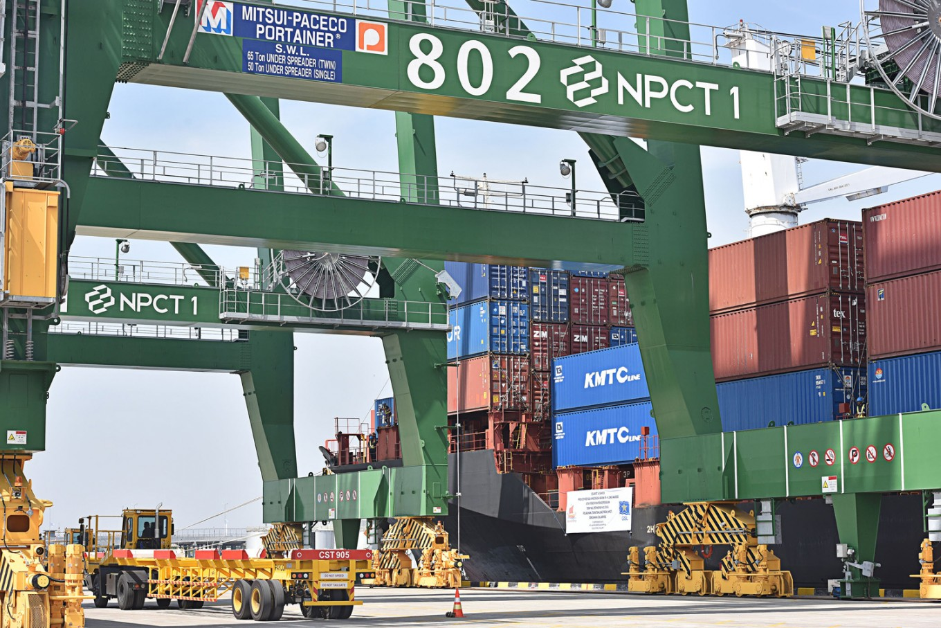 Tanjung Priok vows to reduce container shipment cost