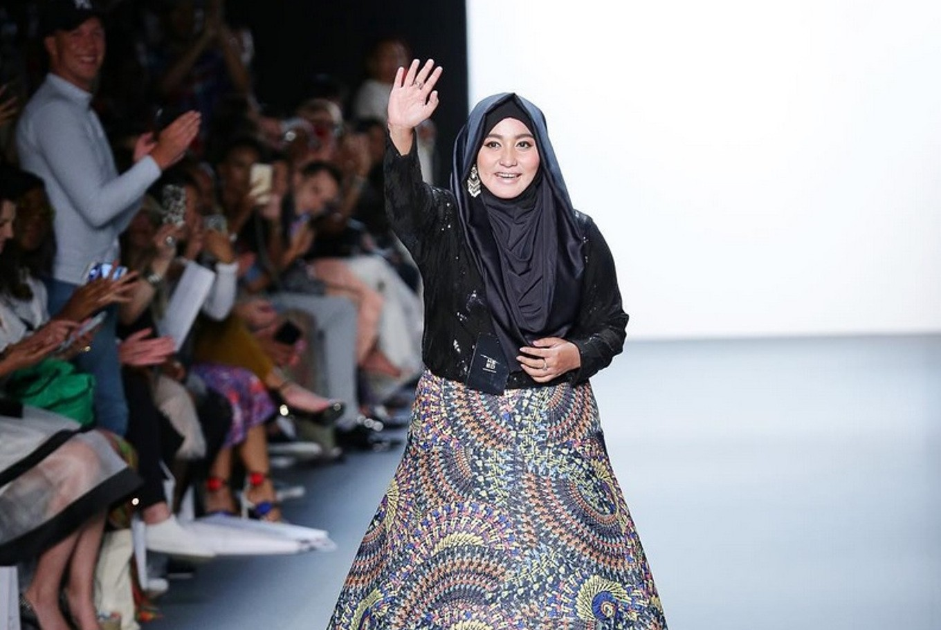 Indonesian Designer 39 S Hijab Collection Wows New York Fashion Week Crowd Lifestyle The