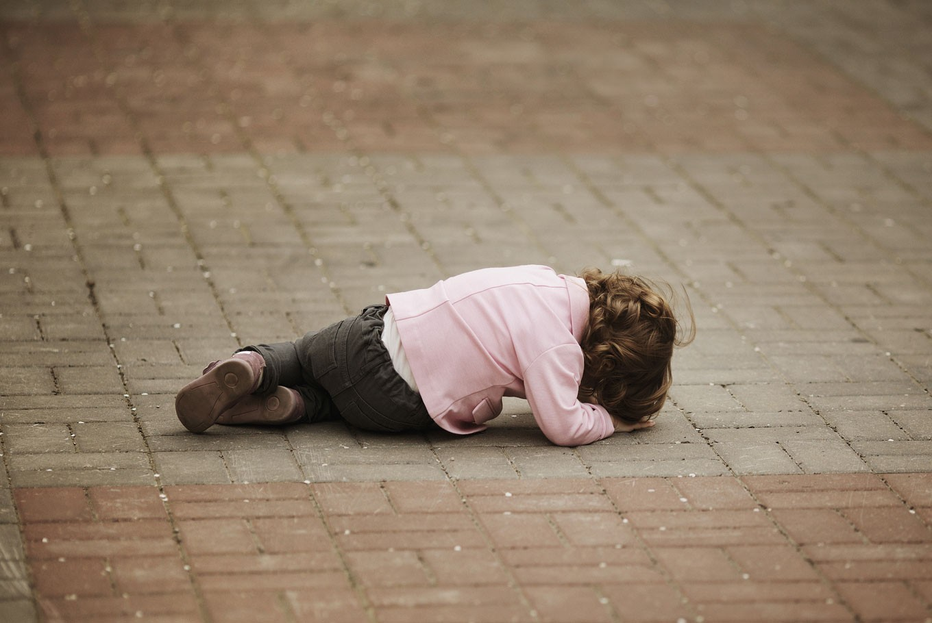 Dear parents, here's how to deal with tantrums in public