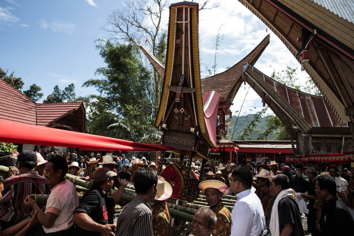 Villagers and relatives gather as they prepare for a parade called Ma' Palao during a long day carrying out a traditional funeral ceremony called Rambu Solo to commemorate the passing of V.T Sarangullo in La'Bo village, Toraja, South Sulawesi. JP/Agung Parameswara