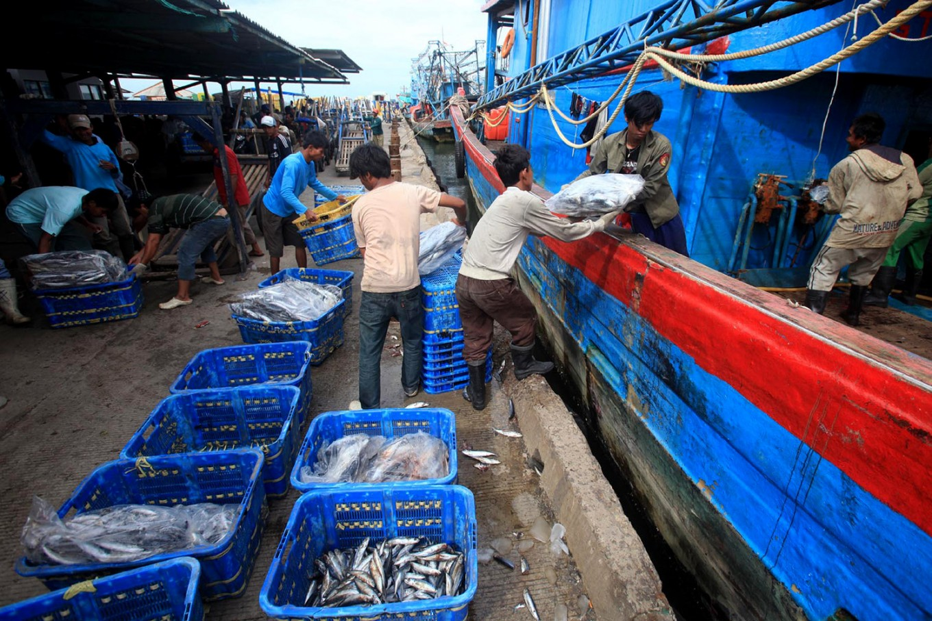 Indonesia sees first online fish auction market open