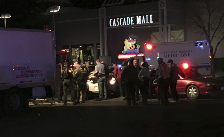Police hunt gunman who killed 4 at Washington state mall