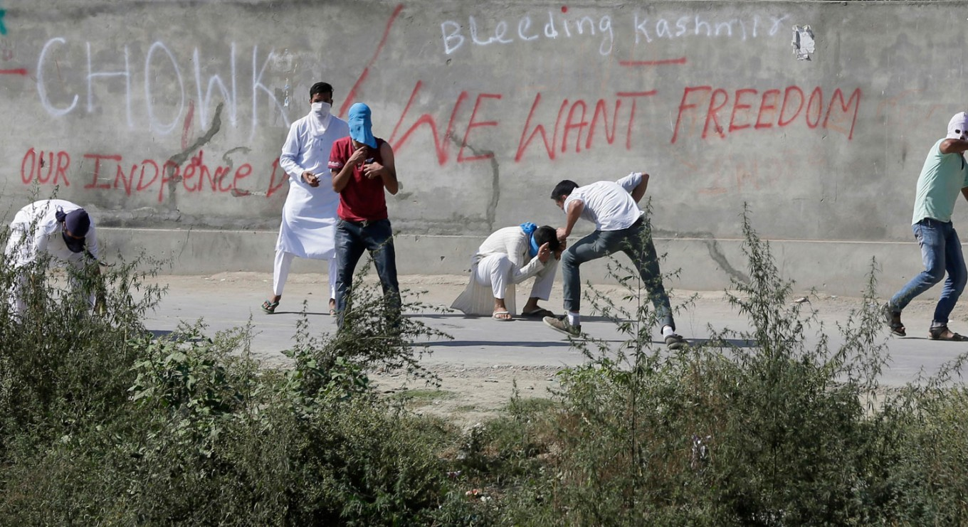 Indian soldiers fire at Kashmir protesters, 1 killed