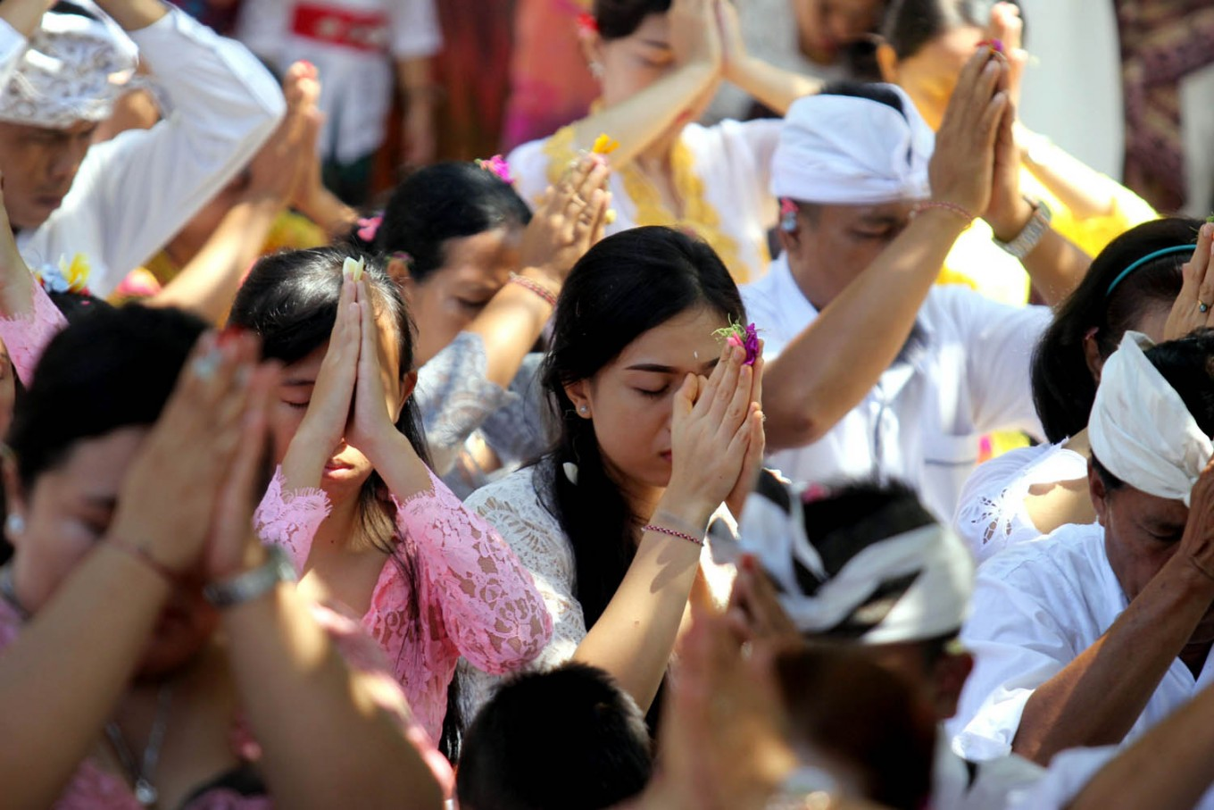 Hindus in Bali pray during the Galungan Festival at Pura Jagatnatha Temple, Denpasar, Bali, on Sept. 7. JP/Zul Trio Anggono