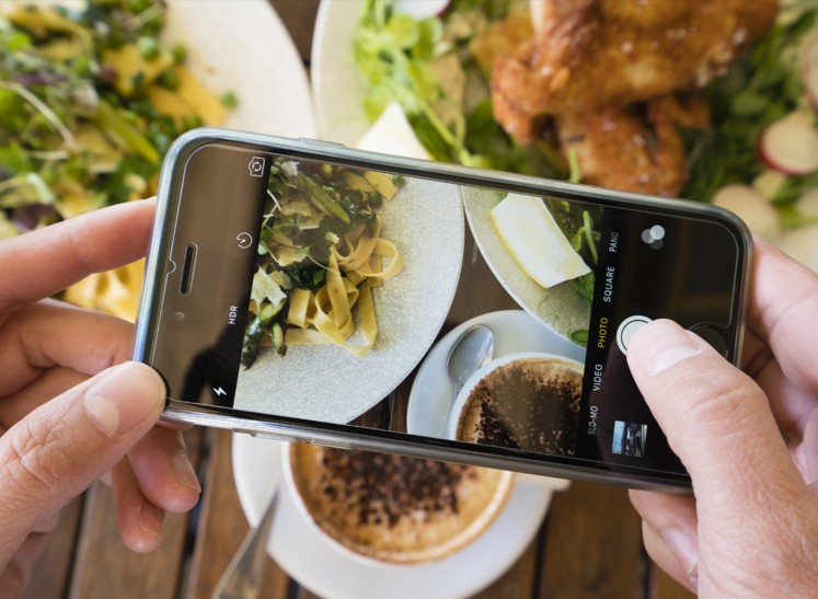From the screens to the stomach: social media in the culinary world