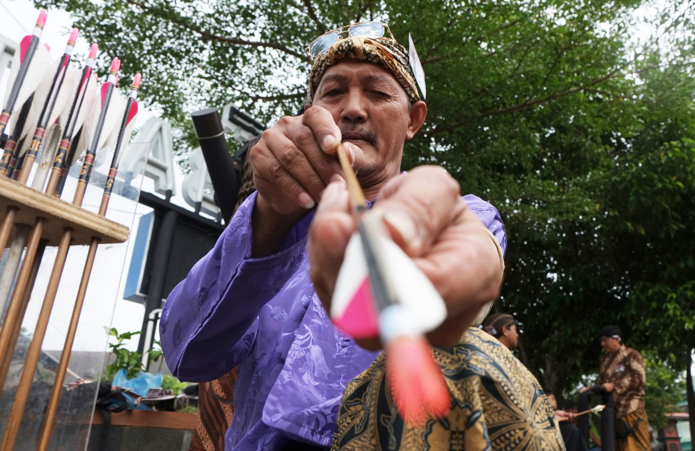 Sangurejo entertains tourists with traditional archery and pencak silat