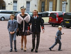 Tonight's the knight: Rod Stewart becomes Sir Rod at palace