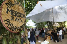 Papringan Market is a smoke free zone. JP/Ganug Nugroho Adi