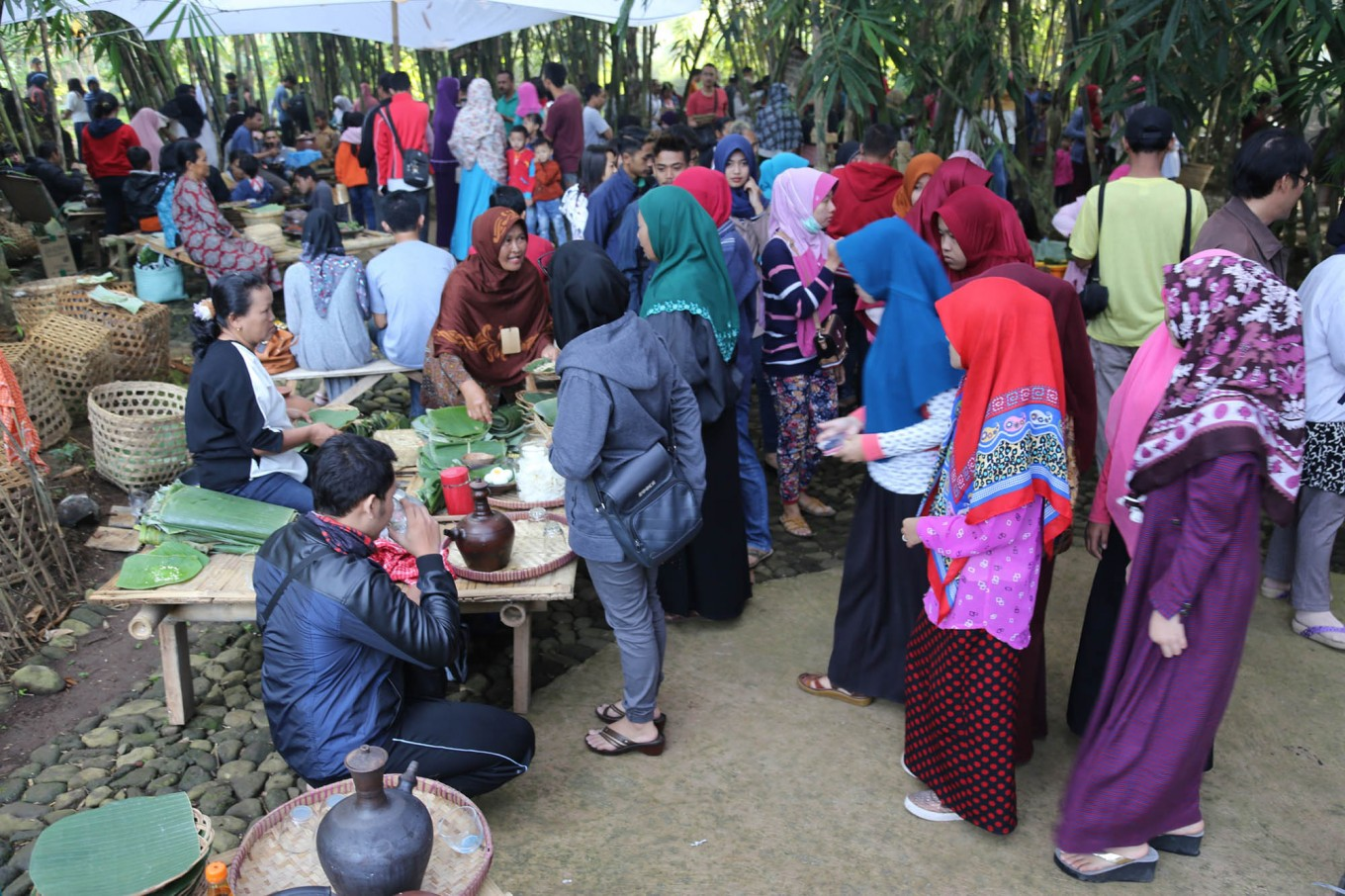 Visitors queue to buy Caruban village traditional cuisines at Papringan Market. JP/Ganug Nugroho Adi