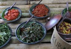 "Vendors offer a vegetarian specialty called ""kuban"" and various sambal [hot 