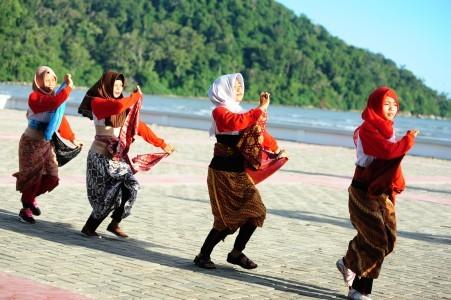 Jokowi opens Sail Karimata Strait 2016 in West Kalimantan