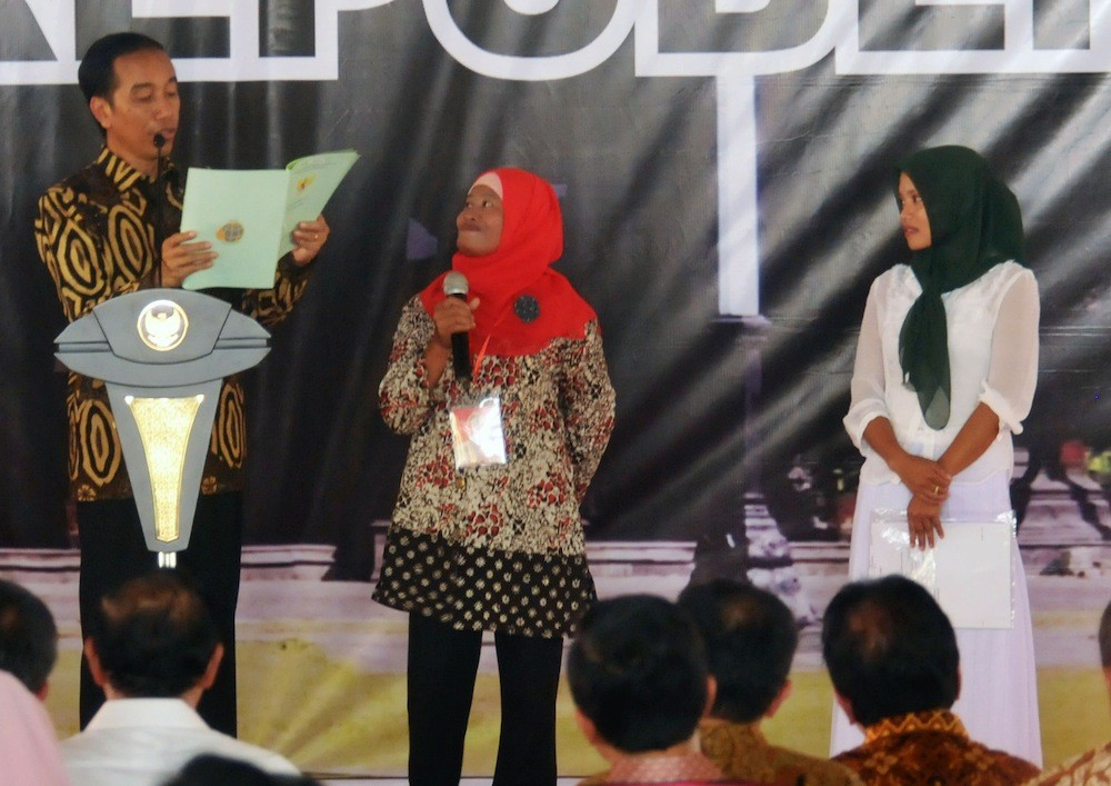 Jokowi warns of illegal levies in land certification