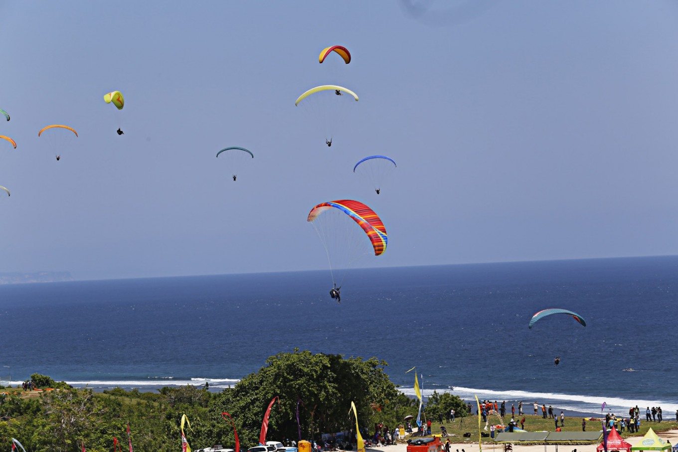 Malang's Mondangan Beach a haven for paragliding enthusiasts - News