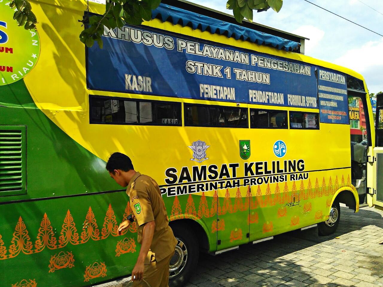15 police officers arrested over alleged illegal levies in Riau