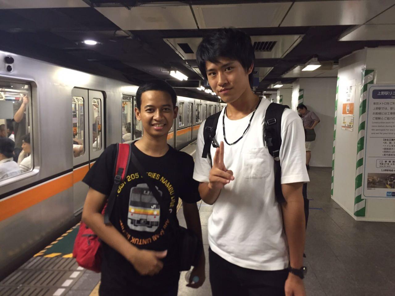 Train worker returning phone becomes international news