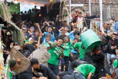 Locals and visitors are invited to take part in the fight by throwing tomatoes at each other. JP/Arya Dipa