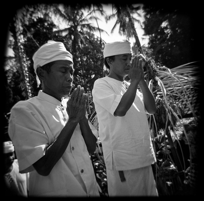 Priests pray before entering Puseh Temple during Ngusaba Kapat in Selumbung village, Karangasem district, Bali. JP/ Agung Parameswara
