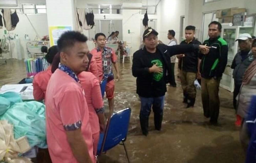 Gorontalo hospital flooded, dozens of patients moved