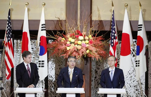US Deputy Secretary of State Antony Blinken (left) Japanese and South Korean counterparts Shinsuke Sugiyama (center) and Lim Sung-Nam, attend a joint press conference in the Iikura guesthouse in Tokyo, Oct. 27, 2016.