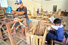 Artisans work on bamboo speakers at Mandiri Craft to meet an order from European buyers. JP/Aditya Sagita