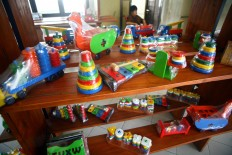 A wide range of educational toys are displayed at Mandiri Craft's shop on Jl. Parangtritis. JP/Aditya Sagita