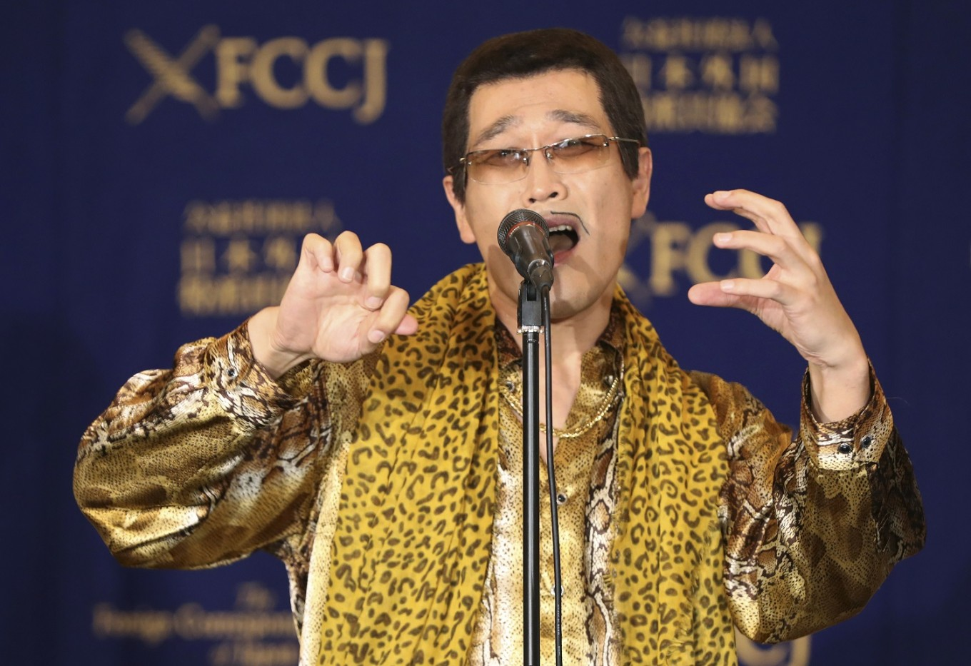 Pen-Pineapple-Apple-Pen sets world record
