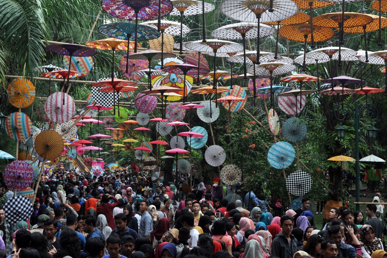 Beautiful, brightly colored umbrellas welcome visitors at the entrance of the 2016 Indonesian Umbrella Festival held at Balekambang Park in Surakarta, Central Java. JP / Kus Hendratmo