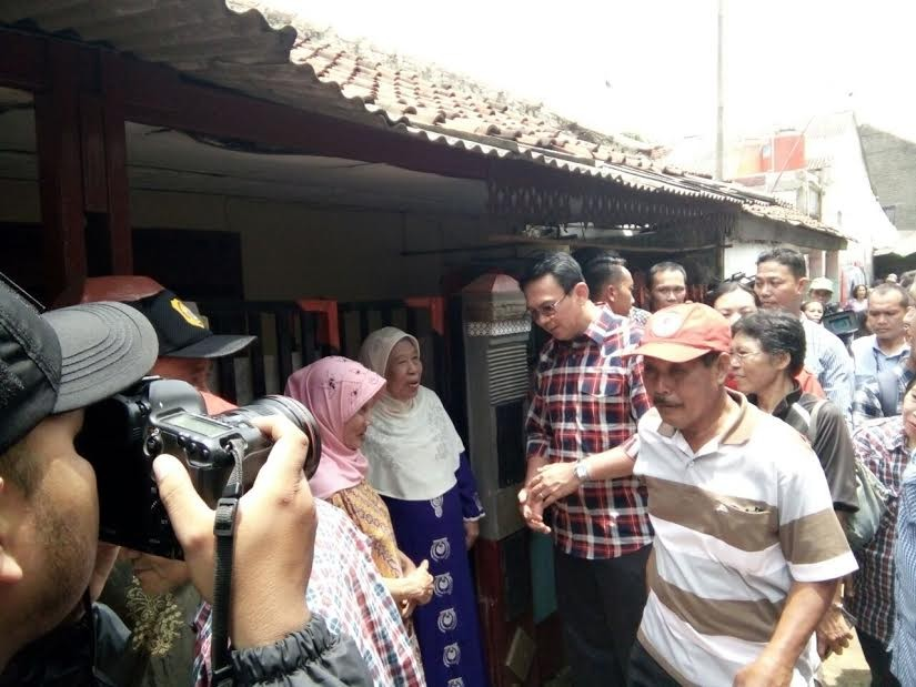 Ahok starts 'blusukan' as part of his campaign