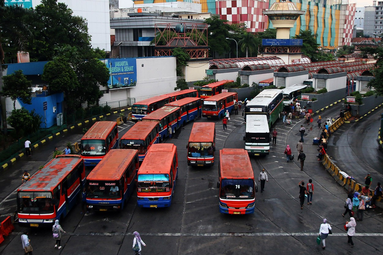 Jakarta to crack down on illegal bus stops