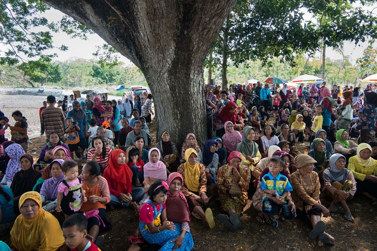 Most villagers take part in the ritual. JP/ Tarko Sudiarno